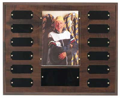 Perpetual photo plaque holds a 4